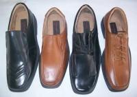LOTE COM 33 PARES de sapatos masculinos