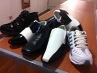 Lote de 100 pares de calçados masculinos