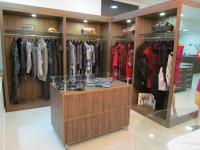1390881494_594318479_1-Fotos-de--Lote-de-250-pecas-de-roupas-novas-de-grandes-marcas