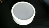 Luminária redonda 1 lâmp. branca de sobrepor vista frontal